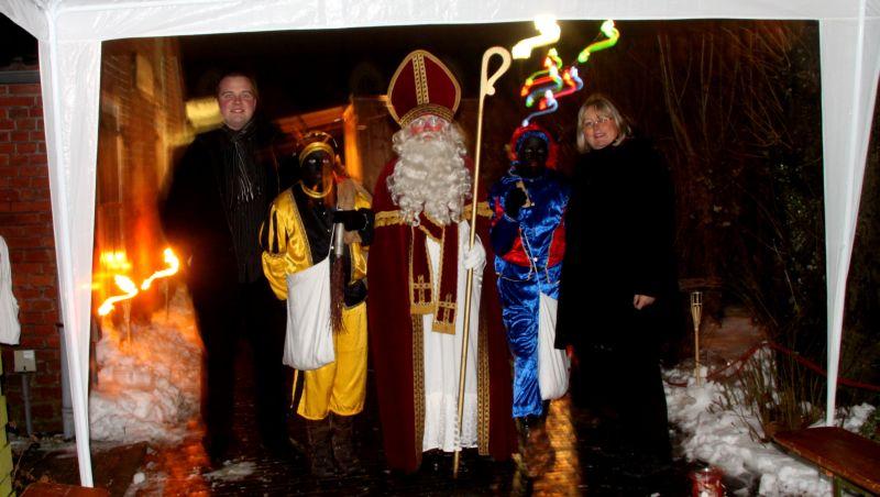 Es kommt auch der Nikolaus mit seinem schwarzen Piet