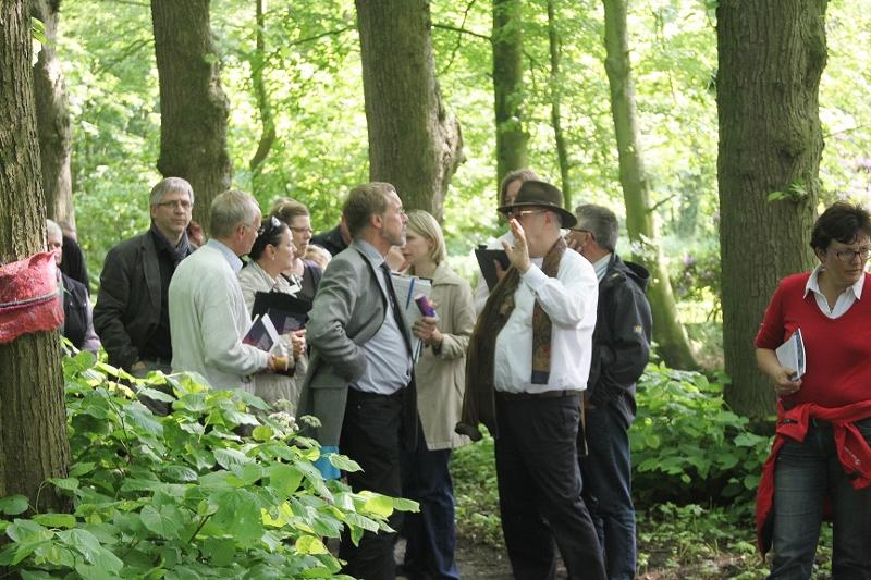 Besuch der Kommission 08.06.12 Diskussion im Park der Osterburg
