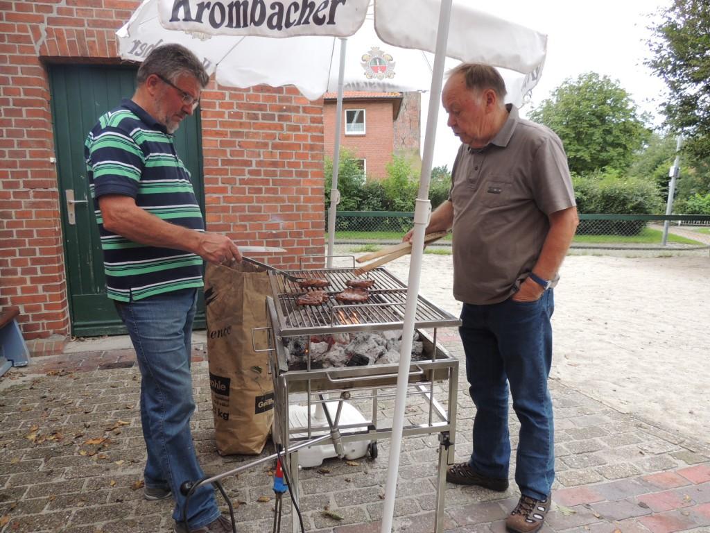 2015-08-27-moijmoakers-grillen-mit-frauen