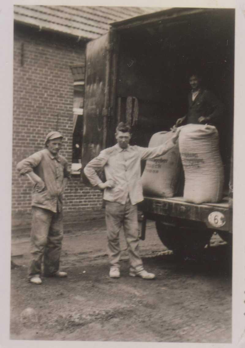 Knappkook backen ist eine alte Tradition, Mehllieferung in Groothusen 1937